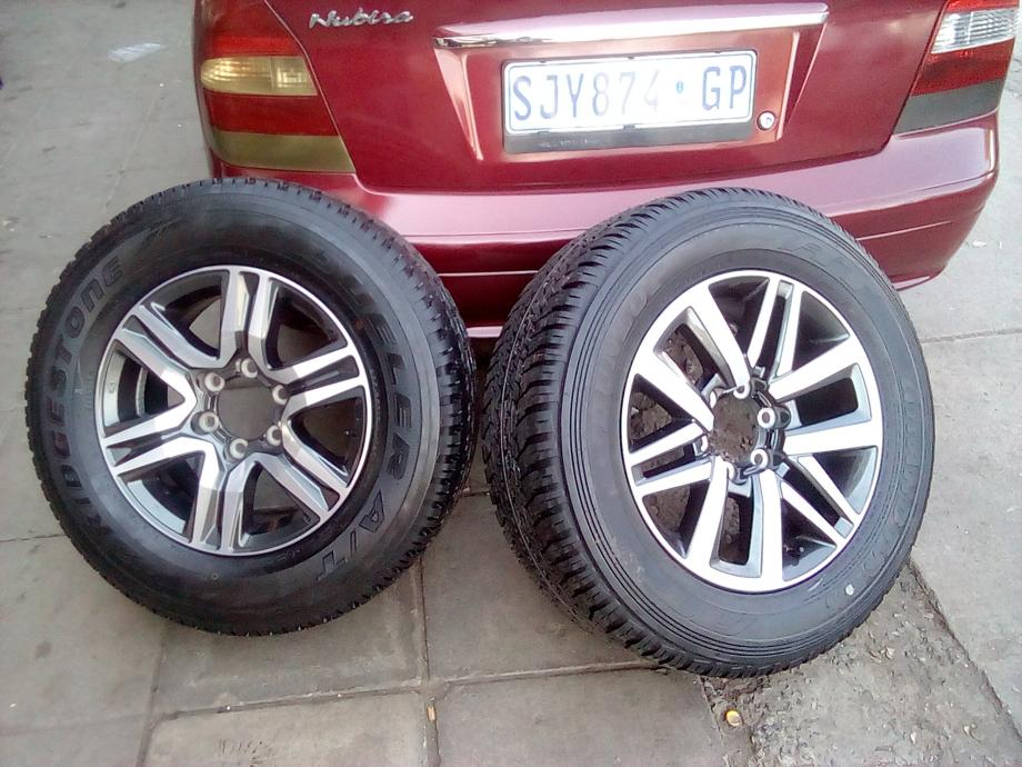 Toyota rims and tyres for a spear wheel