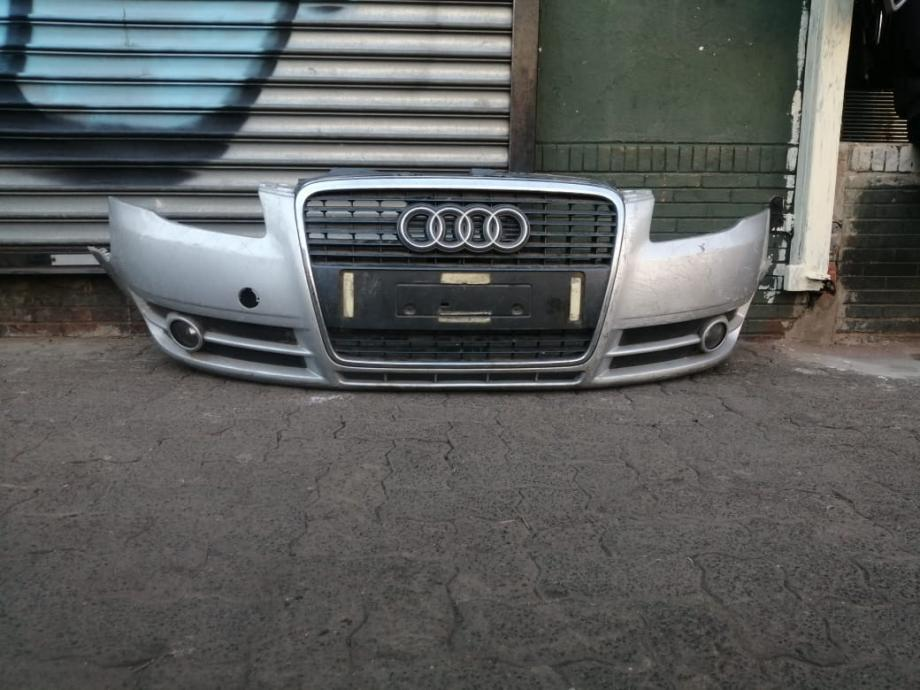 Audi A4 B7 complete front bumper with grill call Mike 0676922559