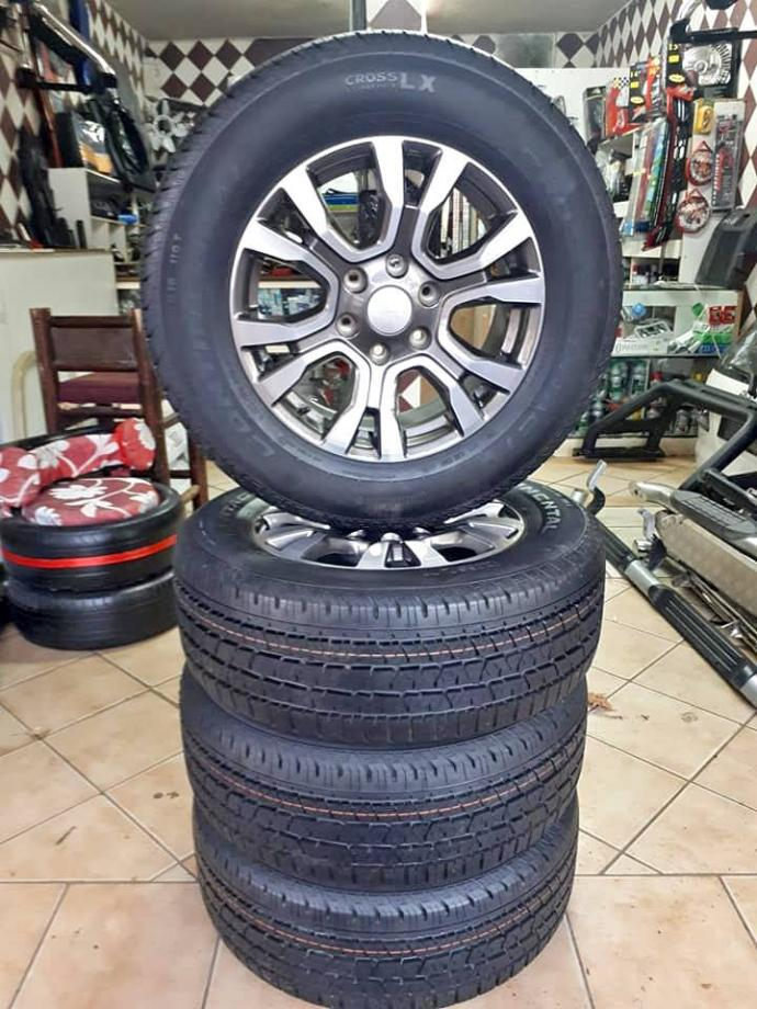 Ford Ranger wild track rim and continental tyre