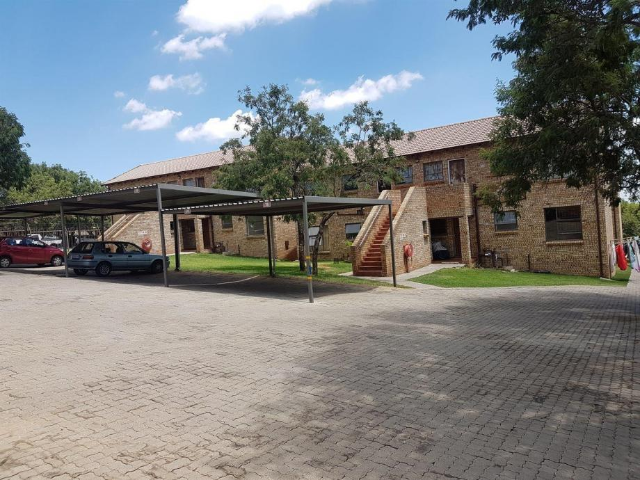 2 bedroom 1st floor apartment in the Amarosa, Ruimsig